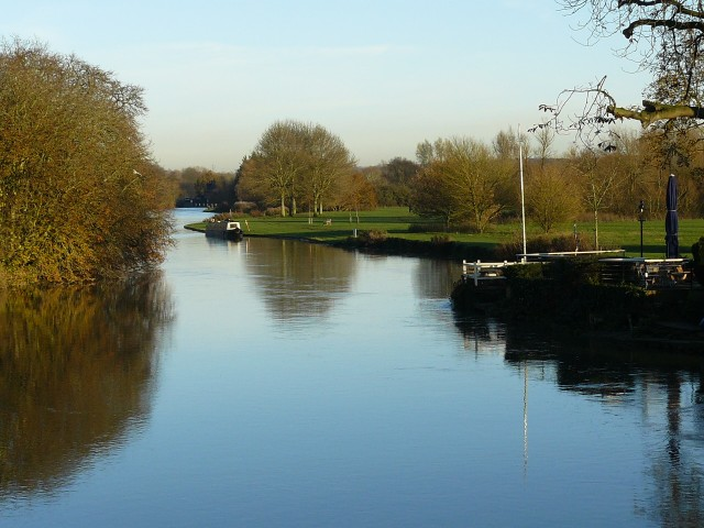 Tranquil waters at Abingdon bridge