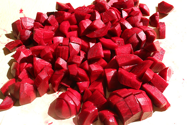 Chop your oooked beetroot into chunks