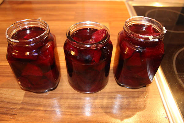Et voila! Pickled beetroot. Simples!