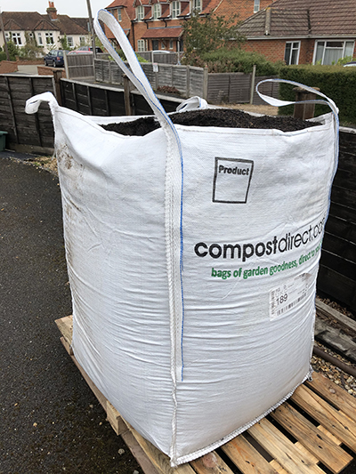900-litre bag of mulch